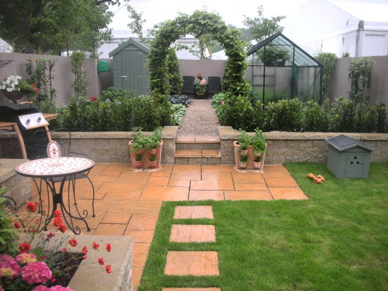the garden design concisted of a very simple structure and incorporated adjacent seating and entertaining areas - Garden Design Kildare